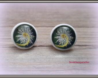 "White cabochon earrings ""Green"""