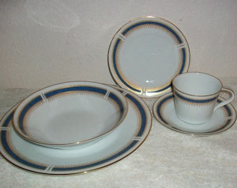 Vintage Noritake 5 Piece Blue Dawn 6611 Fine China with blue ring and speckled gold And Gold rim and  Gold Trim