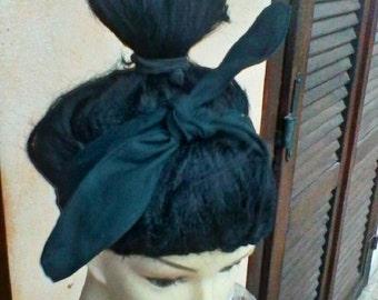 Black head band