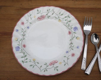 Vintage Johnson Brothers Summer Chintz Bread and Butter Plates set of 4. English China Replacement Plate