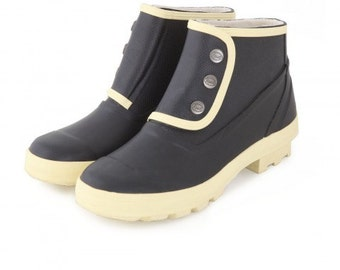 Black and white vintage style rainboots from Spats