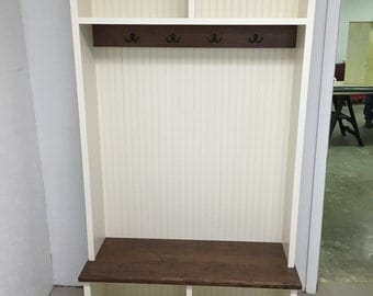 mud room bench with cubbies