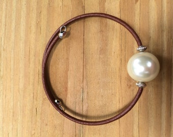 Easy to put on, pearl memory wire bracelet