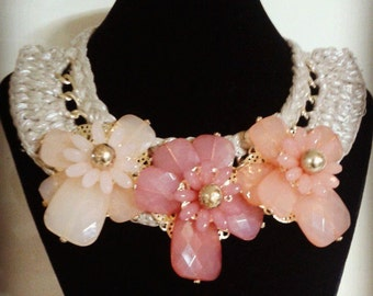 Crochet necklace with beautiful flowers