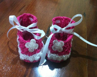 Hand Knitted Baby shoes 0=3months