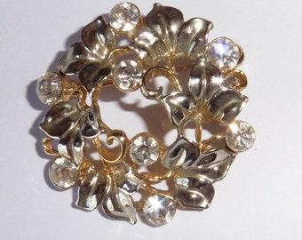 Vintage sparkly stones brooch