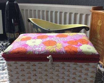 1960s vintage sewing box
