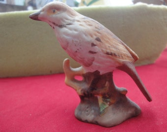 small bird figurine miniture