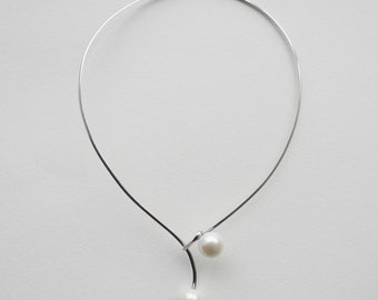 MINIMALISM Statement Necklace, Big Fresh Water Pearl Silver Collar / Choker