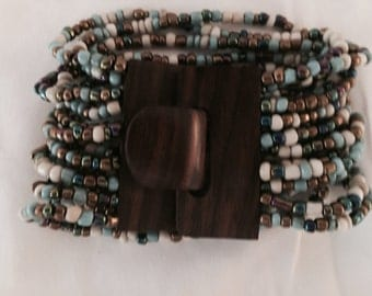 1960 Wood Clasp Beaded Bracelet