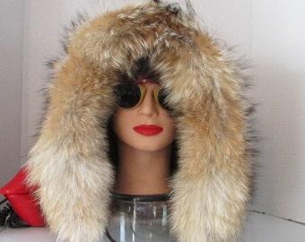 Superbe capuchon de fourrure de vison joliment garni de  fourrure de renard \Superbe mink fur hood trim with prairie fox fur