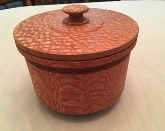 Lacewood round box with lid