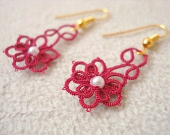 Earrings in the shape of a little flower done in tatting
