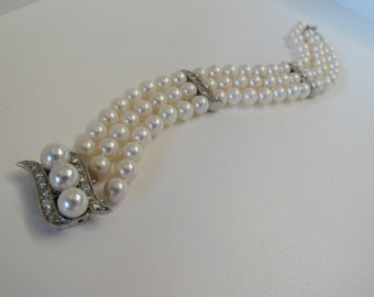 Reduced to 1470 dollars this week only. Classic Pearl bracelet with 14k white gold and diamonds.