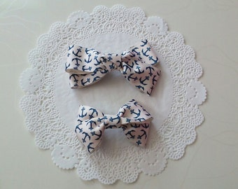 Mom and little girl's couple bows
