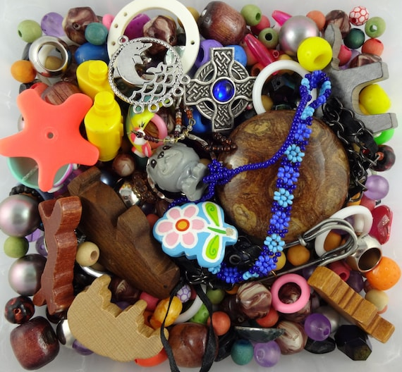 300g of mixed beads, broken jewellery, and small toys - junk jewelry lot for jewellery making, assemblage collage, crafting supplies, fun!