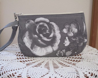 Shabby Chic Wristlet Clutch Zipper Gadget Purse Pouch Cottage Rose Made in the USA