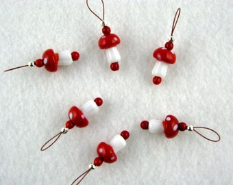 Red Glass Mushroom Stitch Markers - US 10 - Item No. 997