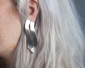coming soon - wave earrings /  913a