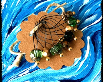 Snag Free Stitch Markers Large Set of 8 - Green and Gold Glass - N65 - Fits up to size US 17 (12.75) Knitting Needle