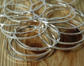 Silver plated on brass circular link connector O ring 36mm in diameter aprox 1mm (18g) thick, 6 pcs (item ID XMFA00230BDE)
