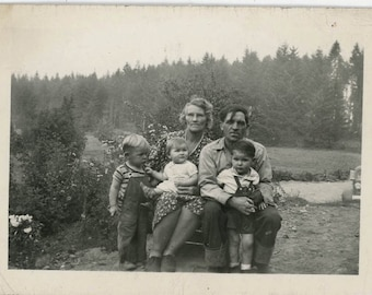 Vintage photo 1930s Woman Man American Backwoods Family w Children