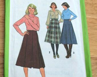 UNCUT 1978 vintage skirt sewing pattern, Simplicity sewing pattern, size 12 pleated skirt misses women vintage skirt pattern