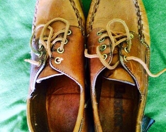 Vintage womens 1970's leather oxford lace up loafers. Size 8