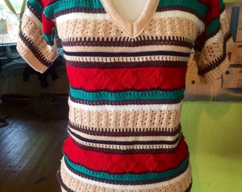 Adorable vintage womens 1970's vibrant colored boho/hippie sweater shirt. Size Small