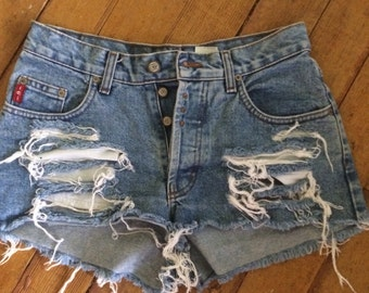 Ripped to shreads Vintage 1980's cut off jean shorts. Size Sm