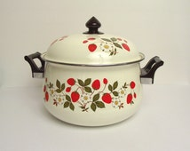 Sheffield Strawberries 'n Cream 3 Quart Enamel Pot Cottage Chic Cream Enamel 1980s