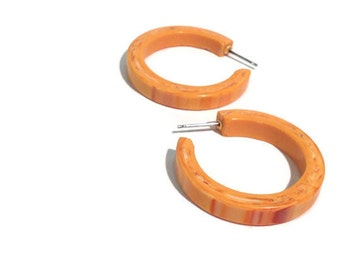 Peach Hoop Earrings | Marbled Orange Hoops | vintage lucite posted hoop earrings