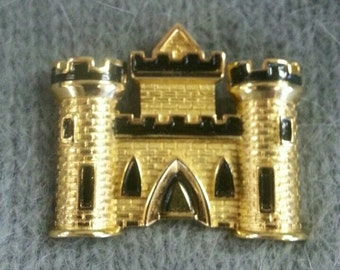 Vintage Trifari Castle Brooch Gold Pin NEW in Box