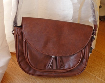 Vintage vegan brown crossbody handbag, purse, faux leather, lined, tassel, Mango, Spanish, strap, compartments, daytime