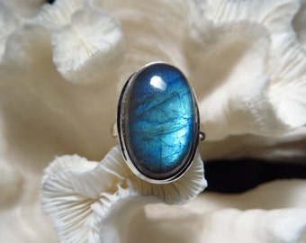 Beautiful  Labradorite Ring Size 7.5