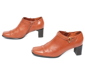 size 8.5 CHELSEA tan leather 80s 90s MOTO BUCKLE high heel zip up ankle boots