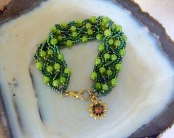 Hand Stitched Green Jade Beaded Bracelet Handmade      1.99 Shipping USA