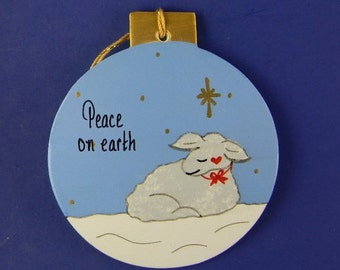0024 Lamb circle. Free shipping. Message shown is a suggestion. Ornaments can be written with a message/name/date of your choice.