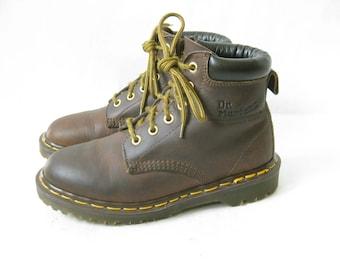 Vintage DOC MARTEN Brown Lace Up Boots. Size 4 UK// Size 6 U.S.