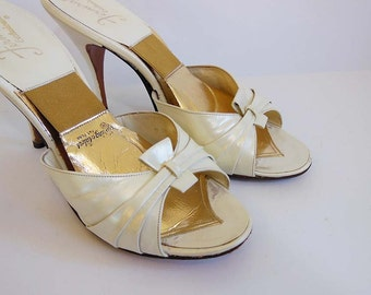 50s shoes / Vintage 1950's White  SPRINGOLATORS Shoes Heels