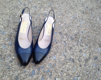 Salvatore Ferragamo - Navy Blue and Black Tipped Leather Slingback Heels / Sz