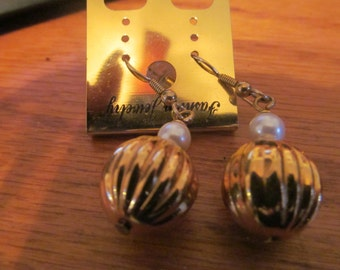 gold ball ornament dangle earrings