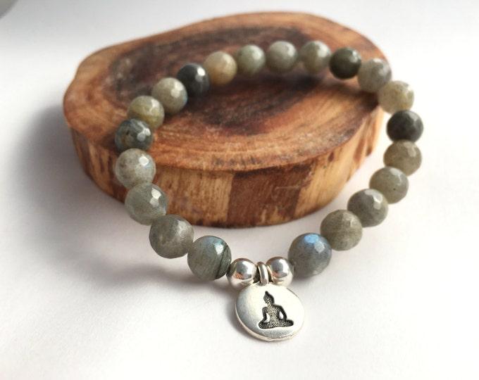 buddha charm labradorite stretch mala bracelet, yoga jewelry, buddha bracelet, charm bracelet, grey bracelet, gemstone bracelet, stretch