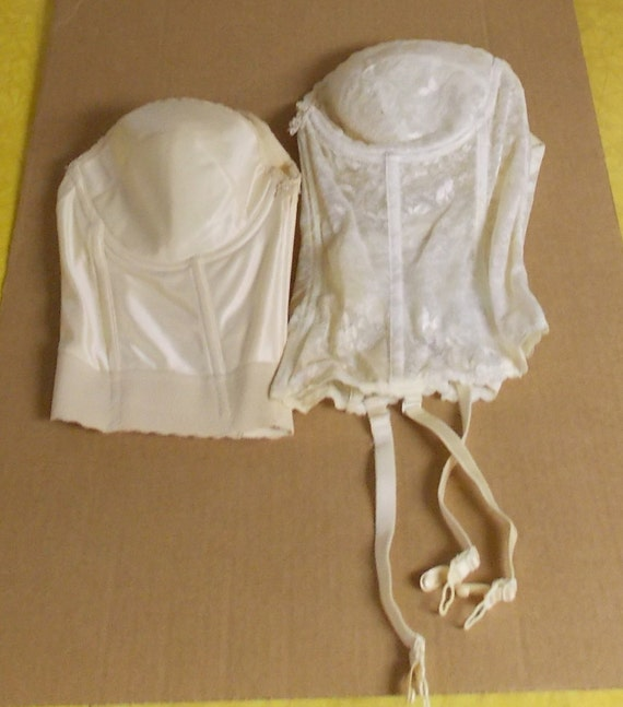Lot of 2 carnival strapless longline underwire bras 40c one for Padded strapless bra for wedding dress