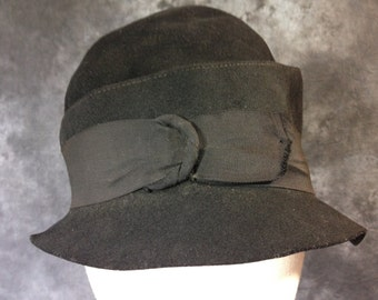 1920's black wool felt cloche by Dorothy Helen