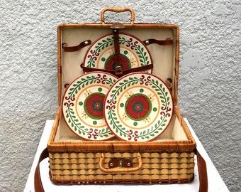 Vintage Large Two-Tone Wicker Picnic Basket / Suitcase Style, 4 Plastic Plates, Shoulder Strap, Cream Cotton Lining