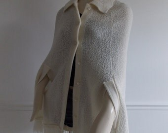 1970's white knit Cape/ 70s wool poncho / seventies hippie cape with fringe