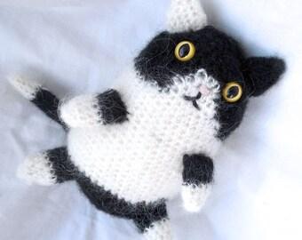 Black and White Kitty Plushie // Crochet Stuffed Animal Amigurumi