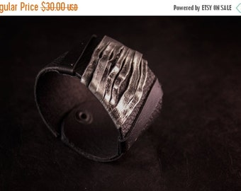 40% OFF Casual elegant women's leather cuff bracelet Black and silver Statement Leather jewelry