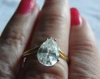 Vintage diamond simulant teardrop 10kyellow gold  size 7.75